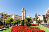 VALENCIA, SPAIN - MARCH 30: Plaza de la Reina and Micalet tower and Cathedral on March 30, 2013 in Valencia, Spain. — Fotografia Stock
