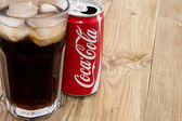 Coca Cola can with Cola in a glass — Stock Photo