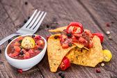 Hoop nachos met salsa saus — Stockfoto