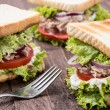 Foto Stock: Fresh made TunSandwiches on wood
