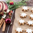 Cinnamon-flavoured star-shaped biscuits — Foto de stock #13653887
