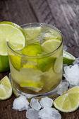 Glas Caipirinha mit crushed ice — Stockfoto