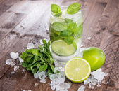 Fresh made Mojito with ingredients — Stock Photo