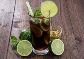 Fresh made Cocktail (Cuba Libre) — Stock Photo