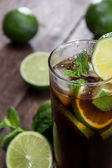 Fresh made Cuba Libre on wood — Стоковое фото