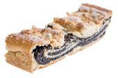 Haşhaş tohumu pasta üzerinde beyaz izole — Stok fotoğraf