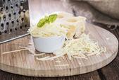 Emmentaler met kaas rasp — Stockfoto