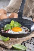 Jajko sadzone na patelni — Zdjęcie stockowe