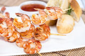 Portion of Prawns with Garlic Bread — Stock Photo