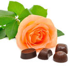 Roses and chocolates — Stock Photo