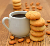 Coffee and almond cookies — Stock Photo