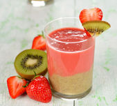 Smoothie of strawberries and kiwi — Stock Photo