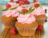 Raspberry cupcakes — Stock Photo
