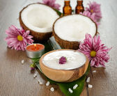 Coconut oil and coconut — Stock Photo