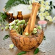 Wooden mortar and flowers — Stockfoto