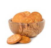 Crackers in a wooden bowl — Stockfoto