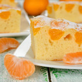 Cake with mandarin oranges — Stock Photo
