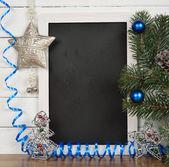 ボードおよびクリスマスの装飾を書く — ストック写真