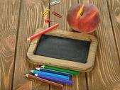 Crayons et tablette écritoire — Photo