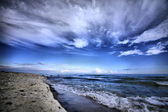 The sea shore and the sky with clouds — Stock Photo