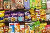 čínské a asijské občerstvení a brambůrky — Stock fotografie
