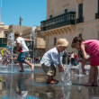 Сhildren bathe in the fountain on George square — Stock Photo