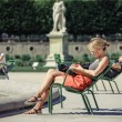 The girl reads the book in the Tuileries garden — Stock Photo
