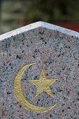 Muslimské symboly na náhrobní kámen žula. — Stock fotografie