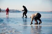 Happy family on ice — Stock Photo