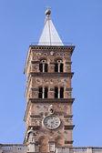 Hodiny na věži kostela — Stock fotografie