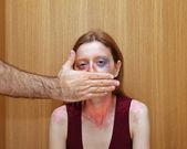 Zwijgen vrouw — Stockfoto