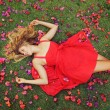 Beautiful Young Woman Lying in Flowers — Stockfoto