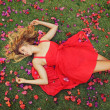 Beautiful Young Woman Lying in Flowers — Stock fotografie