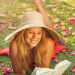 Young Woman Reading Book Outside — Stockfoto