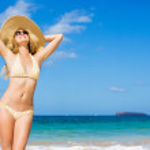 piękne kobiety na plaży — Zdjęcie stockowe