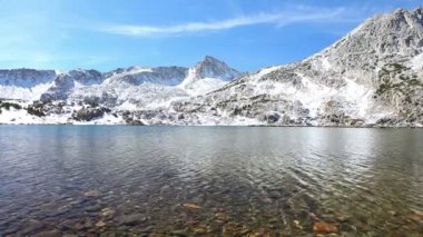 Beautiful Mountain Lake, Eastern Sierras, California — Stock Video