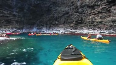Ocean Kayaking through Cave Hawai — Stock Video #15427771