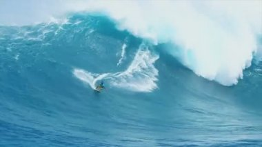 Professional surfer rides a large wave — Stock Video