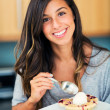 Woman Eating Berry Pie and Ice Cream — Stock Photo