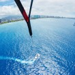 Parasailing Over Ocean in Hawaii — Foto Stock