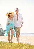 Middle Aged Couple Enjoying Walk on the Beach — Stock Photo