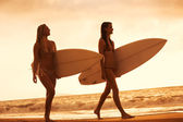 Surfer Girls on the Beach at Sunset in Hawaii — Stock Photo