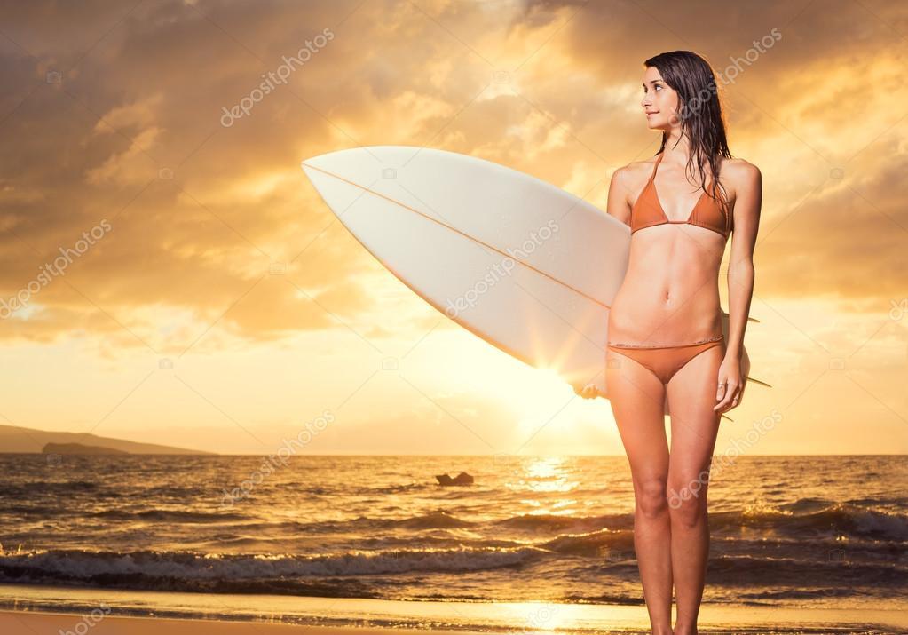Surfista sexy enviada a la casa