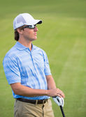 Athletic young man playing golf — Stock fotografie