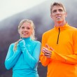 Young attractive athletic couple, wearing sporty cloths on trail — Stock Photo
