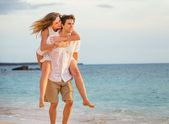 Romantic happy couple on the beach at sunset, man and woman in l — Stock Photo