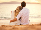 Young couple in love on the beach sunset — Foto Stock