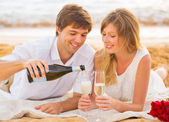 Honeymoon concept, Man and Woman in love, Enjoying glass of cham — Stock Photo