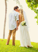 Bride and Groom, Romantic Newly Married Couple Kissing, Just Mar — Stock Photo