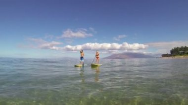 Couple Stand Up Paddling in Hawaii — Stock Video